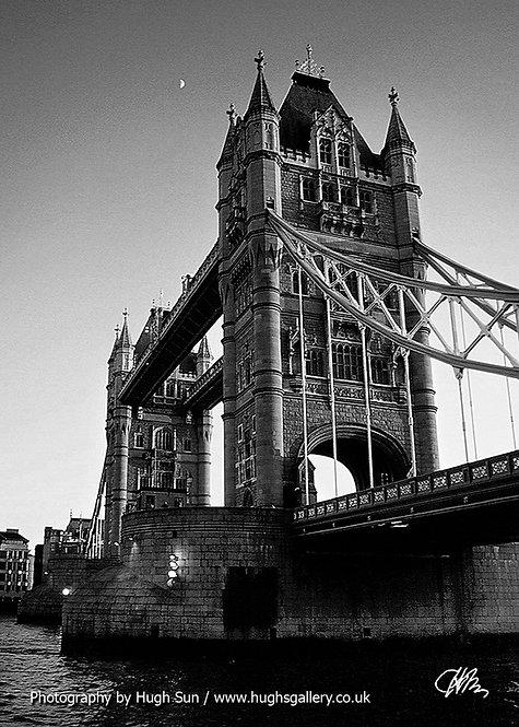 TB9-Tower Bridge (B/W)