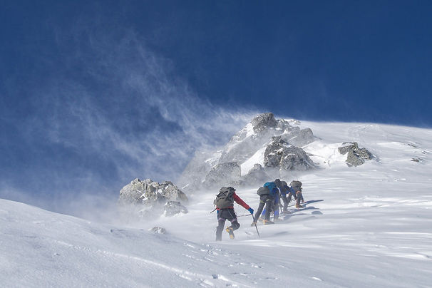 mountaineering-2124113_1920.jpg