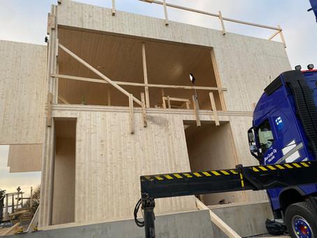 CLT-rungon ja CLT talon asentaminen
