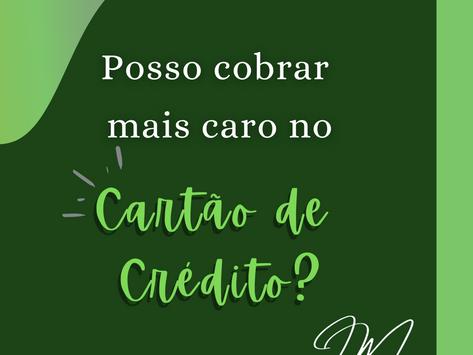 Posso cobrar mais caro no cartão de crédito?