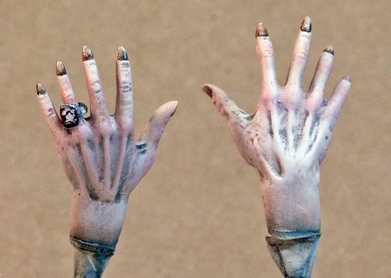 Dracula's Hands, Backs