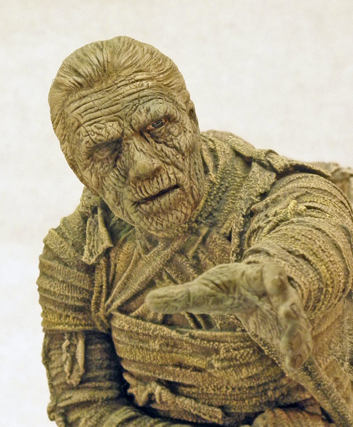 The Horizon Mummy, Close Up