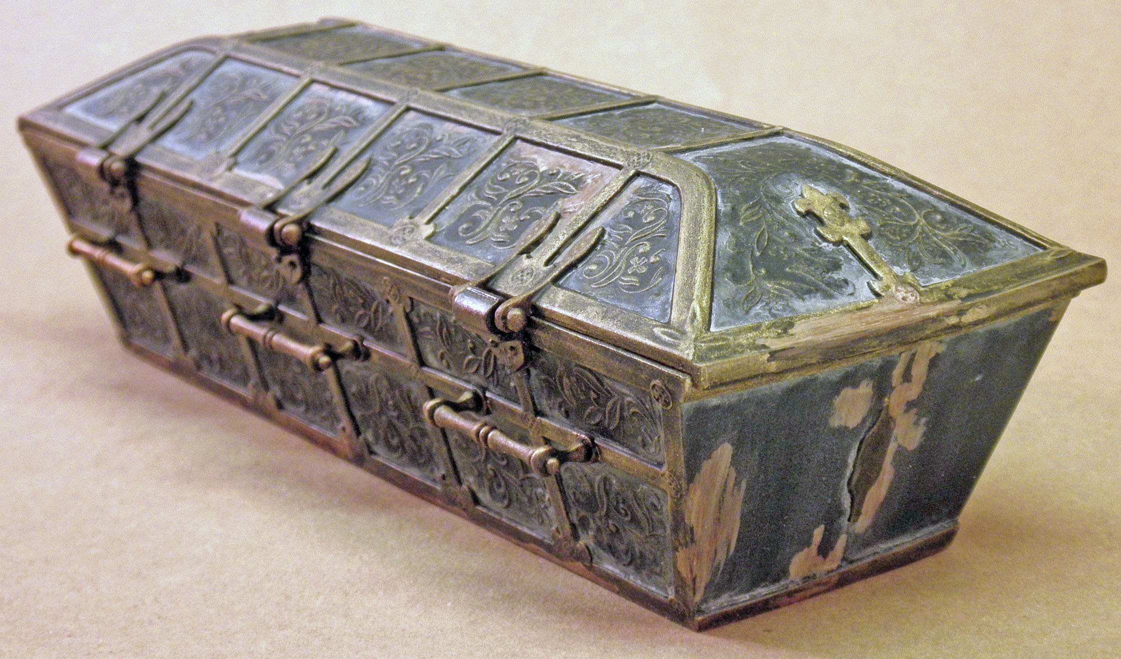 SC Vampire Coffin, Hinge Side