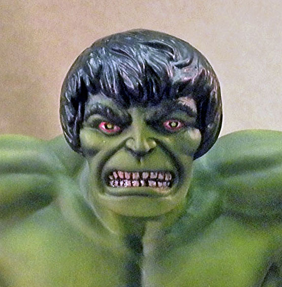 MPC Hulk, Close Up