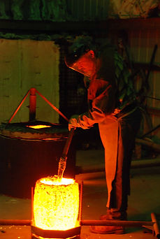 bronze pour cleaning a.jpg