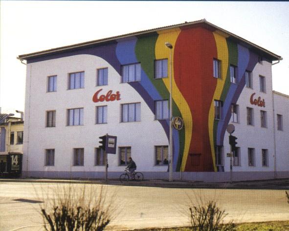 Barvanje poslovne zgradbe