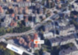 Vista dall'alto strada verso il mercatino re store di trento