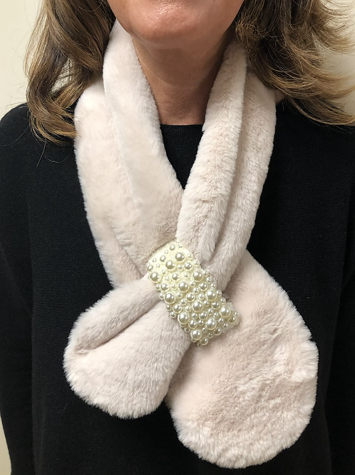 Maliss J - Faux fur Pearl detail collar