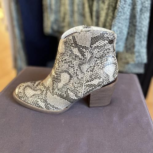 XTI - Snake print boots - Beige
