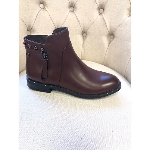 Xti flat chocolate ankle boot