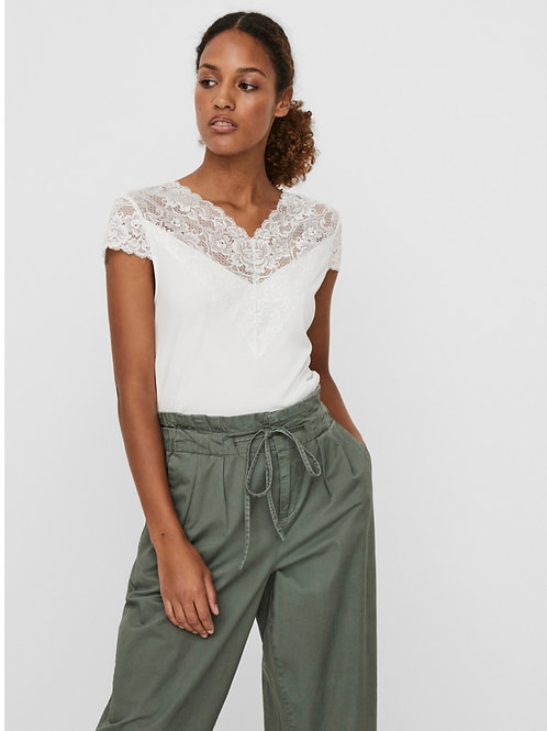Vero Moda - Lace trim top