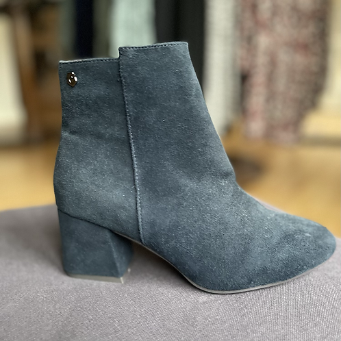 Carmela - Navy suede ankle boot