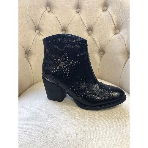 Xti stud cowboy style boot