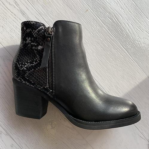 XTI - Snake print detail boot