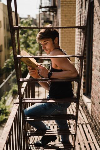 Soy MUY curioso, por eso leo y veo de todo. Artículos, documentales, ensayos… no le hago ascos a nada.