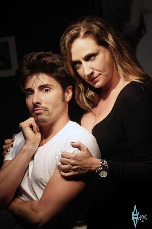 La comedia musical se presenta en Microteatro Miami. Está interpretada por Silvia de Esteban y Aarón Cobos. Pedro Portal pportal@elnuevoherald.com