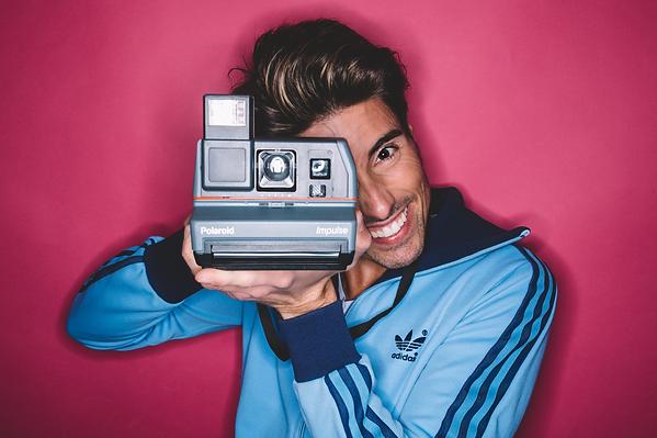 Aaron Cobos contenido publicitario advertisement comercial anuncios redes sociales instagram