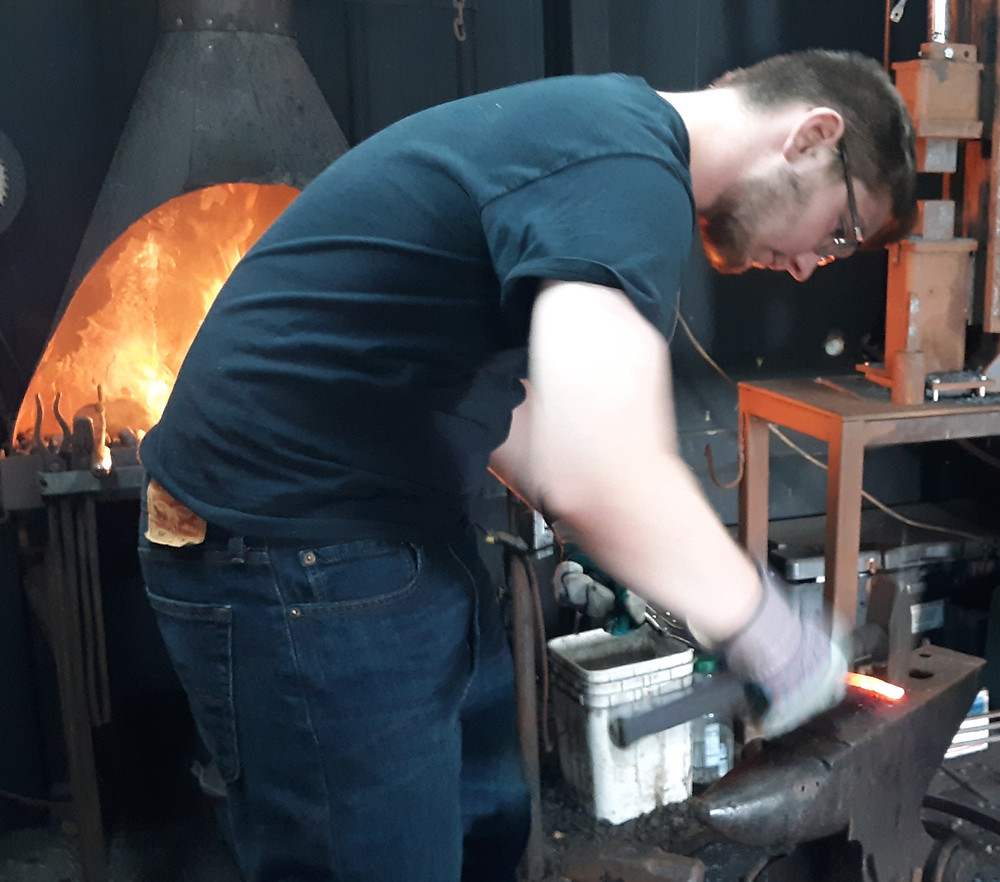 forging a wall hook, hand forged wall hook, learn to forge.