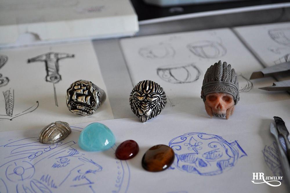 Créations de bijoux sur mesure HRjewelry à Genève. Venez nous voir chez UNIVERS GALLERY. Nous créons toute sortes de bijoux selon votre demande; bague chevalière, bague de fiançailles, alliances, pendentifs et bracelets. Venez Nous voir chez UNIVERS GALLERY au 16 rue Verdaine à Genève