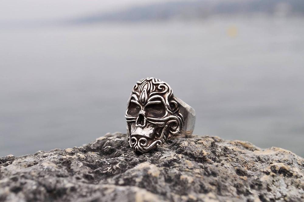 Création sur mesure de bijoux à Genève pour Hommes en argent massif