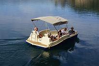 Faire du bateau électrique sur les lacs du Verdon