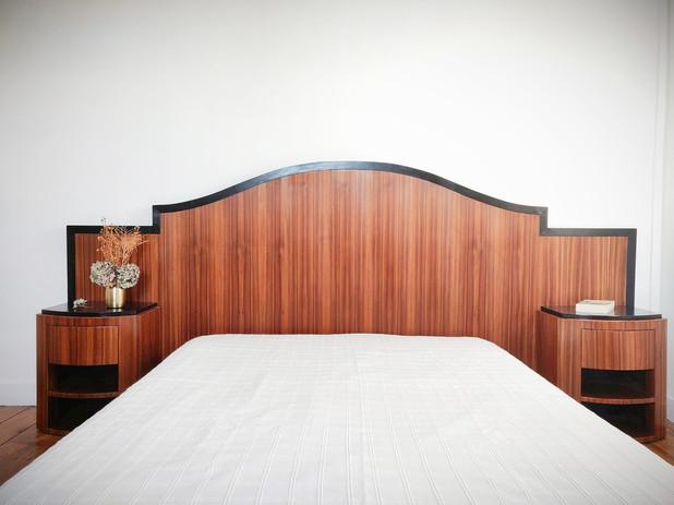 Tête de lit et ses deux chevets style art déco.