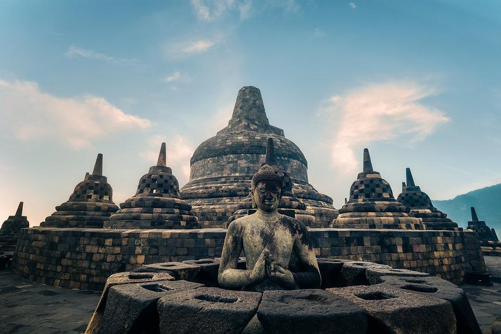 statue-of-meditating-buddha-borobudur-te