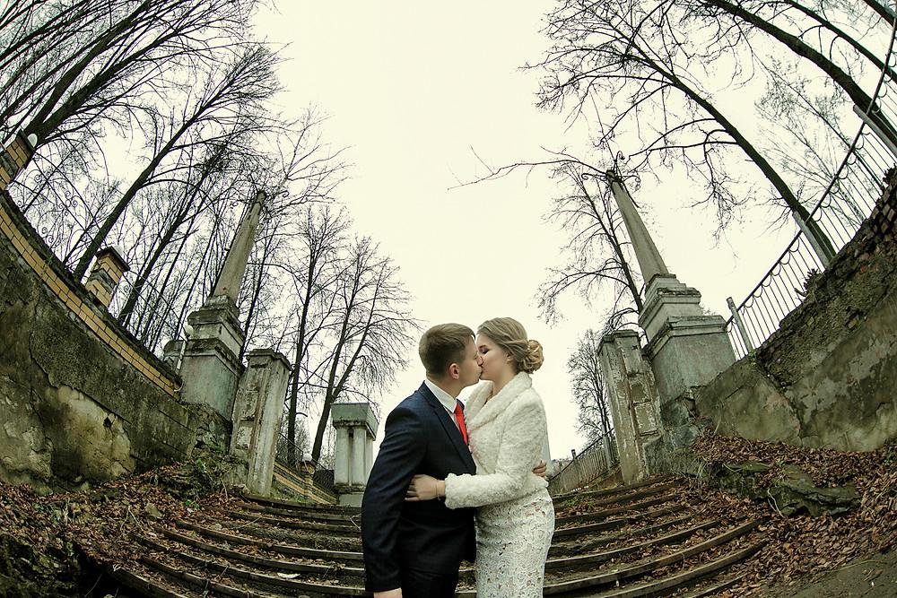 точка съемки снизу на примере свадебной фотографии в фотошколе редлайн