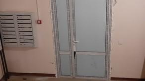 Заменили сломанные двери