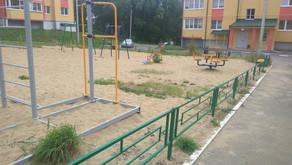 Установили ограждение детской площадки 07.08.2018
