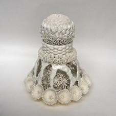 華型蓋付透彫飾壷