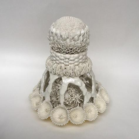 華型蓋付透彫飾壺