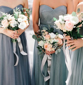 Love ribbons hanging from the bouquets �