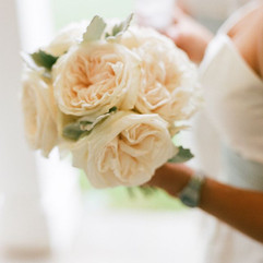 Take a look at the top 6 wedding flowers