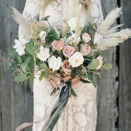 Gorgeous rustic yet elegant bouquet 💐 w