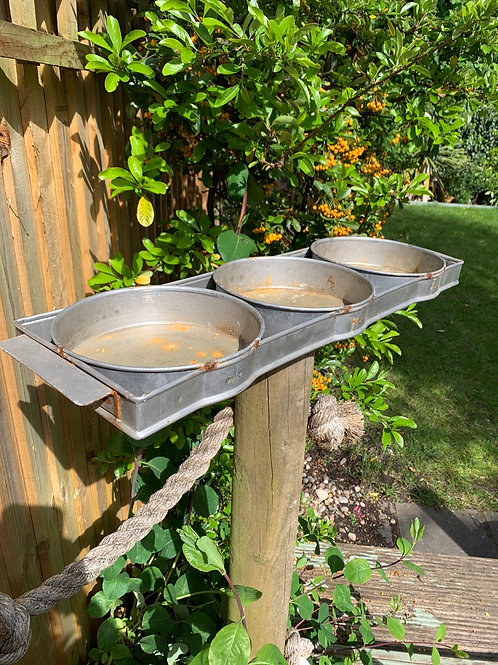 Vintage galvanised fixed trio pot tray