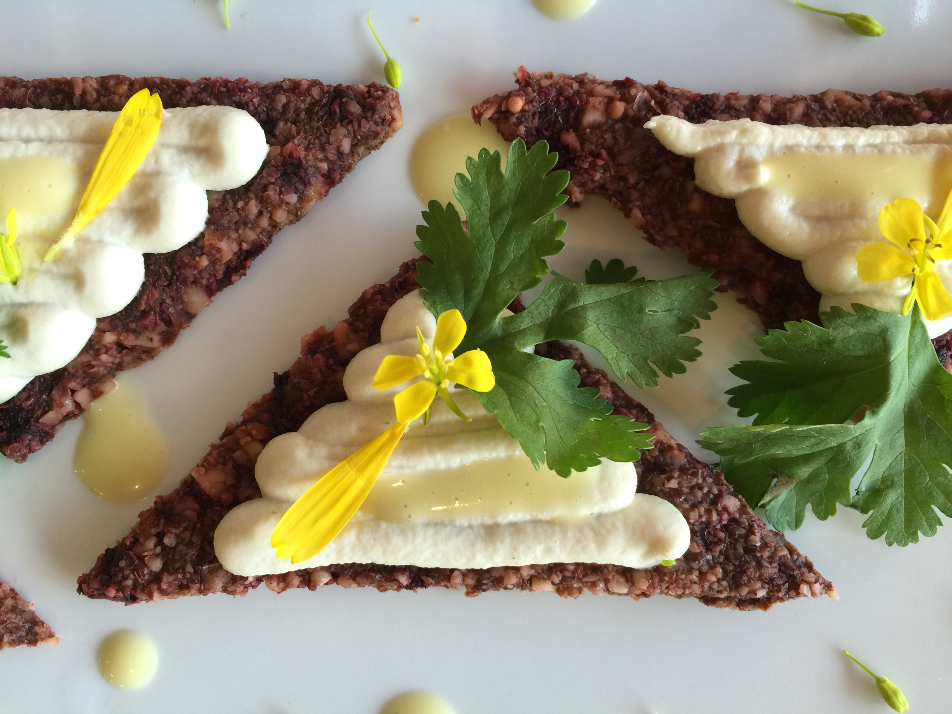 Beetroot crackers and horseradish