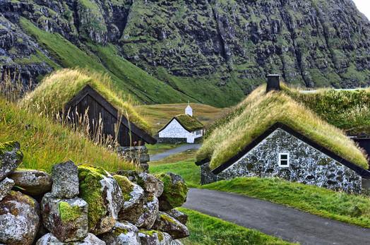 Op de Faroer eilanden weten ze wat ze met daken moeten doen.