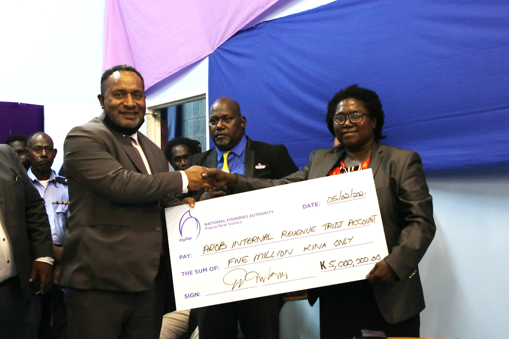 Fisheries and Marine Resources Minister, Hon. Dr. Lino Tom presenting the K5 million cheque as grant to his counterpart Minister from the ABG Government