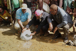 Fisheries Minister restocks Fish into Enga Rivers .JPG