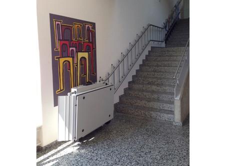 Der Treppenlift an der Schule Sins ist fertig