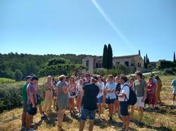 Groupe étudiants américains visite domaine viticole