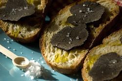 /Tasting truffles toast
