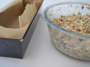 Proteïnerijk broodje met zaden, pitten, bessen en noten (ook glutenvrij en vegan)