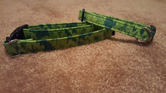 Green Variegated Buckle Collar