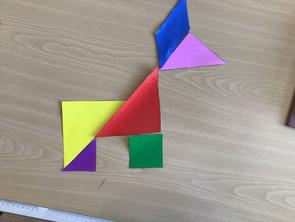 Tangrams legen im Matheunterricht