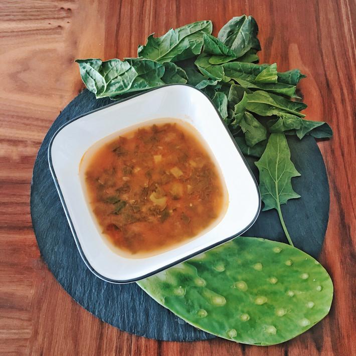 Sopa de Nopal y Espinaca