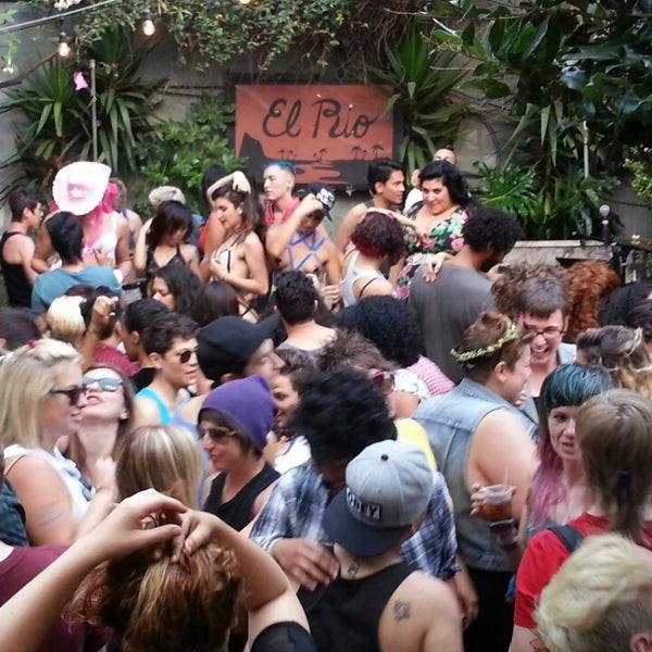 El Rio - Lesbian Bar in San Francisco | On Airplane Mode