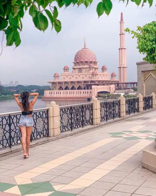 Putra Mosque in Putrajaya, Malaysia | On Airplane Mode