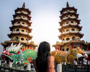 Tiger and Dragon Pagoda in Kaohsiung, Taiwan | On Airplane Mode